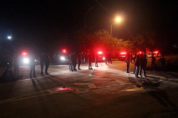 Efetivo da Polícia Militar na paralisação, que foi pacífica; mesmos policiais montaram uma blitz depois do movimento e apreenderam o caminhão de som