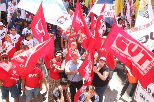 Paulo Cayres condenou MPs e destacou importância de defender o Brasil e a democracia (Crédito Roberto Parizotti)
