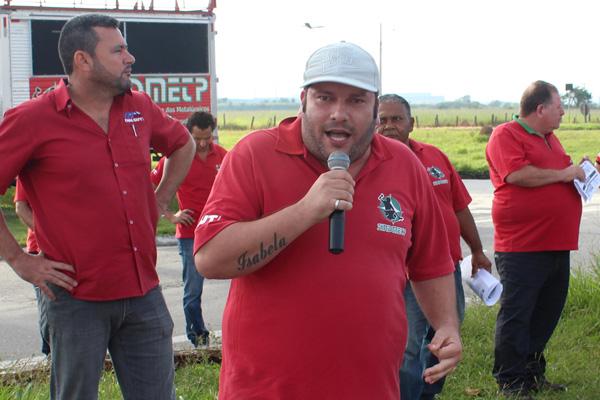 Ao microfone, o coordenador do CSE Gerdau, André Oliveira - Andrezão