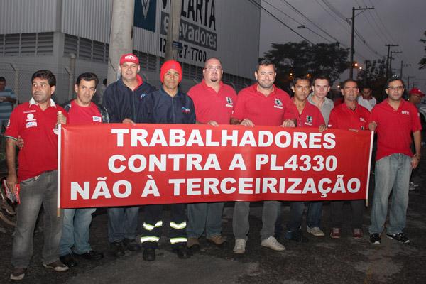 Direção de Pinda no dia 15 de abril; enquanto o projeto não for a nocaute, a CUT continuará protestando e uma greve nacional pode ocorrer