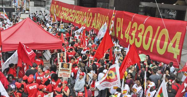 Manifestação contra o PL 4330 na avenida Paulista (Foto: Vanessa Barboza - Mídia Consulte)