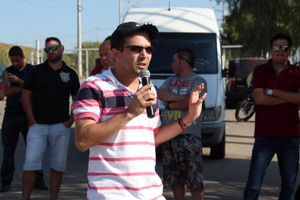 Ao microfone, o dirigente sindical Luciano da Silva - Tremembé
