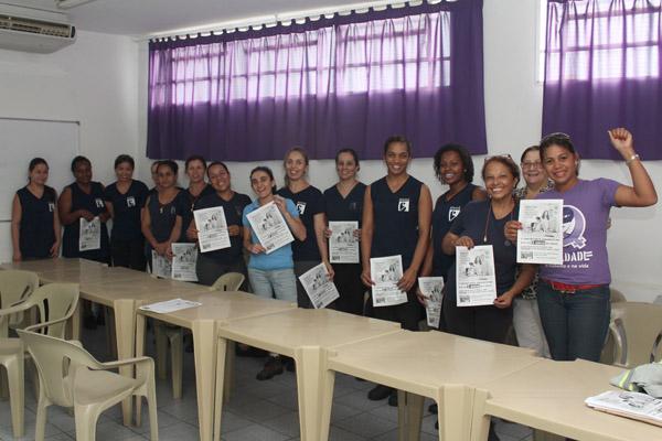 Na Bontaz, a direção da empresa permitiu que as trabalhadoras fizessem uma breve pausa para ouvir o sindicato; mesmo sendo do Grupo 3, a fábrica já aplica a licença-maternidade de 180 dias