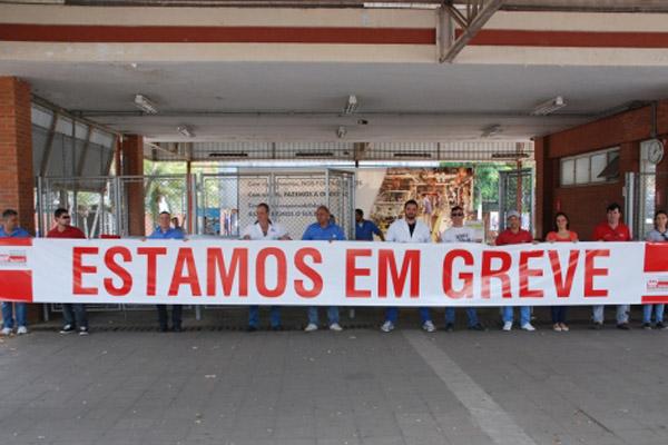 Trabalhadores na Volks de Taubaté estão em greve faz sete dias (foto Walter Faria - Sindmetau)