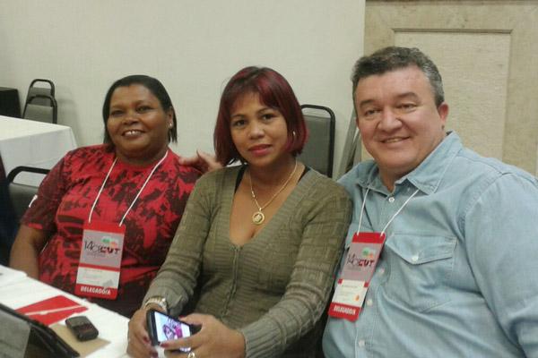 Ao centro, Maria Auxiliadora, junto a Magailda e Paylo cayres, no congresso (foto Divulgação)