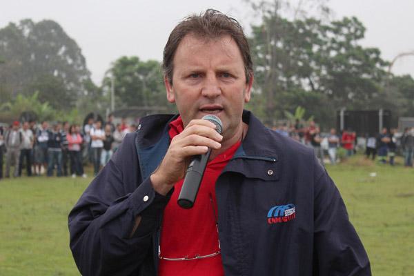 O presidente interino do sindicato, Romeu Martins, durante mobilização na Gerdau