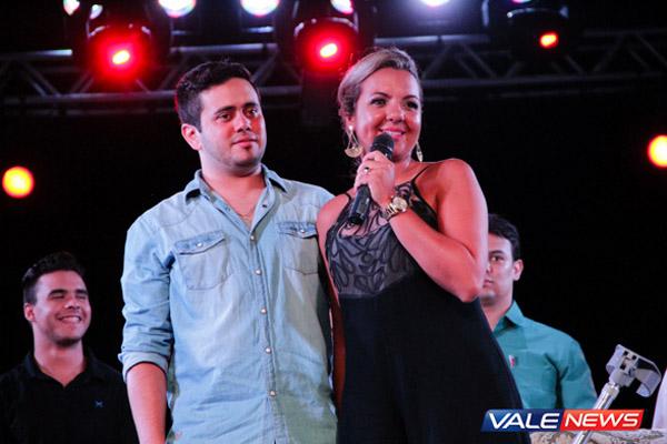 Jéssica Claro ao lado do noivo que sempre esteve presente até nos momentos mais difíceis (Foto: Saulo Fernandes / Vale News)
