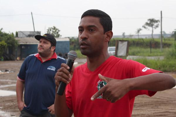 Ao microfone, o dirigente sindical Gerilson Vieira - Dê