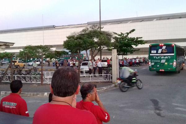Protesto contra demissões no dia 10, Quarta-feira de Cinzas, na Confab Equipamentos (foto Valdir Augusto)