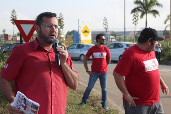 """""""Não vamos baixar a guarda. O sindicato está atento a esses problemas e conta com adesão dos trabalhadores também nos novos protestos que deverão ocorrer"""", disse Vela"""