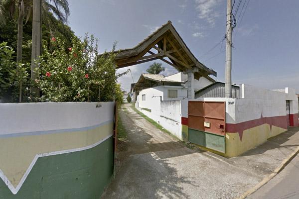 O 4 Milhas fica no Jd. Cristina, em frente ao Anglo. Essa será a entrada da festa, o estacionamento fica bem em frente, do outro lado da rua