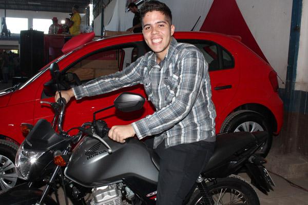O Edvandro, da Elfer, foi um dos ganhadores das motos e ficou super feliz