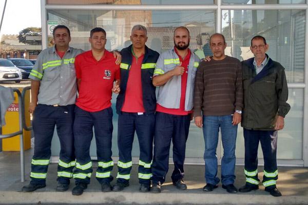Direção do sindicato junto com Eduardo Bernardes, trabalhador reintegrado