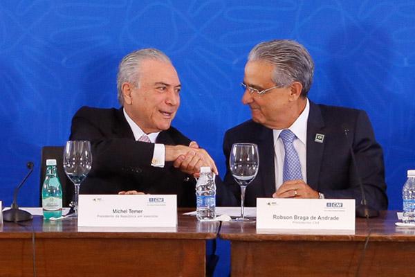 Michel Temer junto a Robson Braga, presidente da CNI, entidade patronal ligada à Fiesp, durante encontro no dia 8 (Foto: Sérgio Lima-Portal CNI)