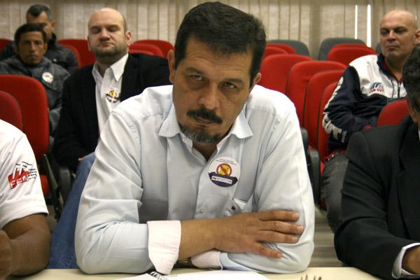 Luizão, presidente da FEM-CUT/SP; à direita, Marcelo - Pepeo, dirigente de Pinda e também da federação (foto: Marina Selerges)