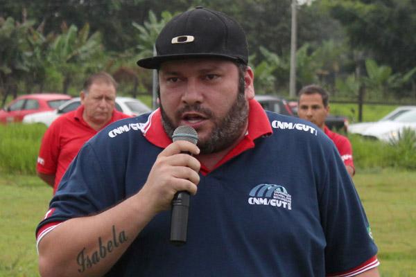O vice-presidente do sindicato André Oliveira – Andrezão, durante assembleia, em dezembro