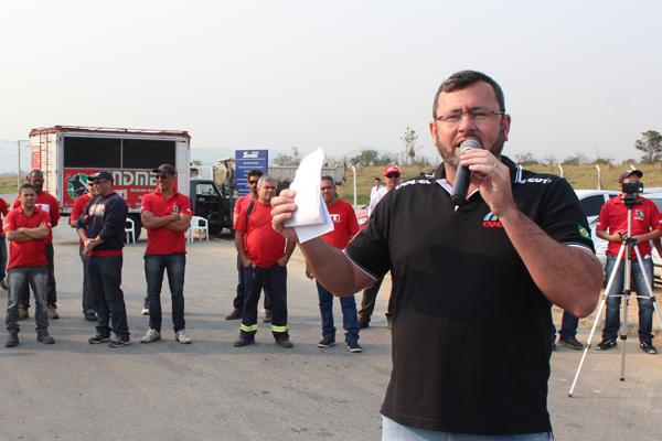 O presidente Vela junto com a diretoria do sindicato