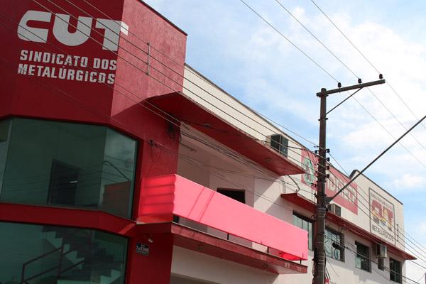 A fachada do sindicato já está decorada para o Outubro Rosa