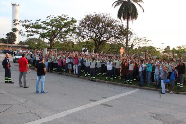 Assembleia foi realizada na portaria da Tenaris Confab Tubos/Coating porque a fábrica engloba a maioria dos trabalhadores do Grupo 2 em Pinda