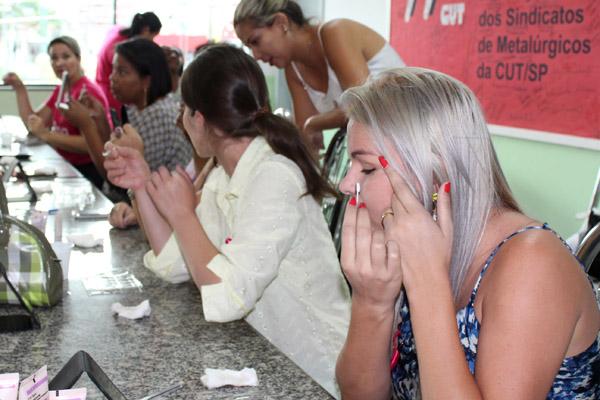 Tarde da beleza contou com técnicas de maquiagem e várias outras atividades