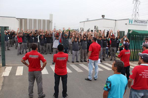 Assembleia que aprovou por grande maioria greve por salário e PPR