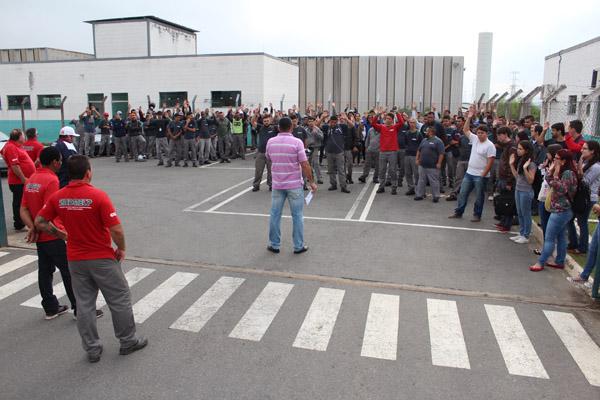 Assembleia aprova proposta que pôs fim à greve pela quebra de acordo do reajuste de 2015 e pelo reajuste deste ano