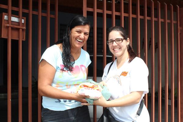 Voluntária durante arrecadação na campanha do ano passado