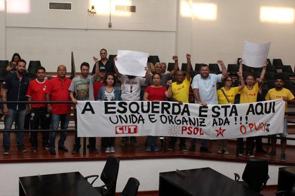 Grupo protestou contra criação de cargos e contra a PEC 55, a PEC da Morte