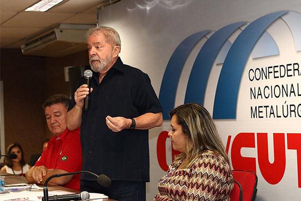 Lula: o governo tem de ser o motor de arranque; se não for o Estado, ninguém vai impulsionar a economia (foto Roberto Parizotti)