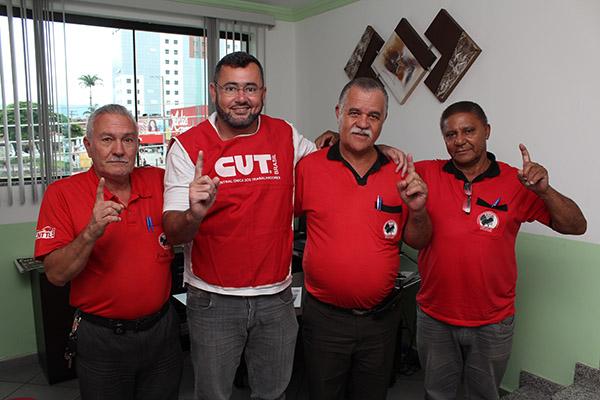 Mario, Vela, o presidente Elias Pereira, e Gomes, na sede do sindicato