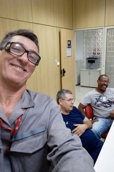 Dirigentes na apuração da eleição no setor de Cilindros