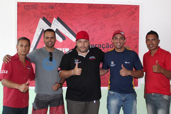 Marcinho, Edson Negão, Andrezão, Rodrigão e Ewerton Xixi, na sede do sindicato nessa quinta-feira, dia 16