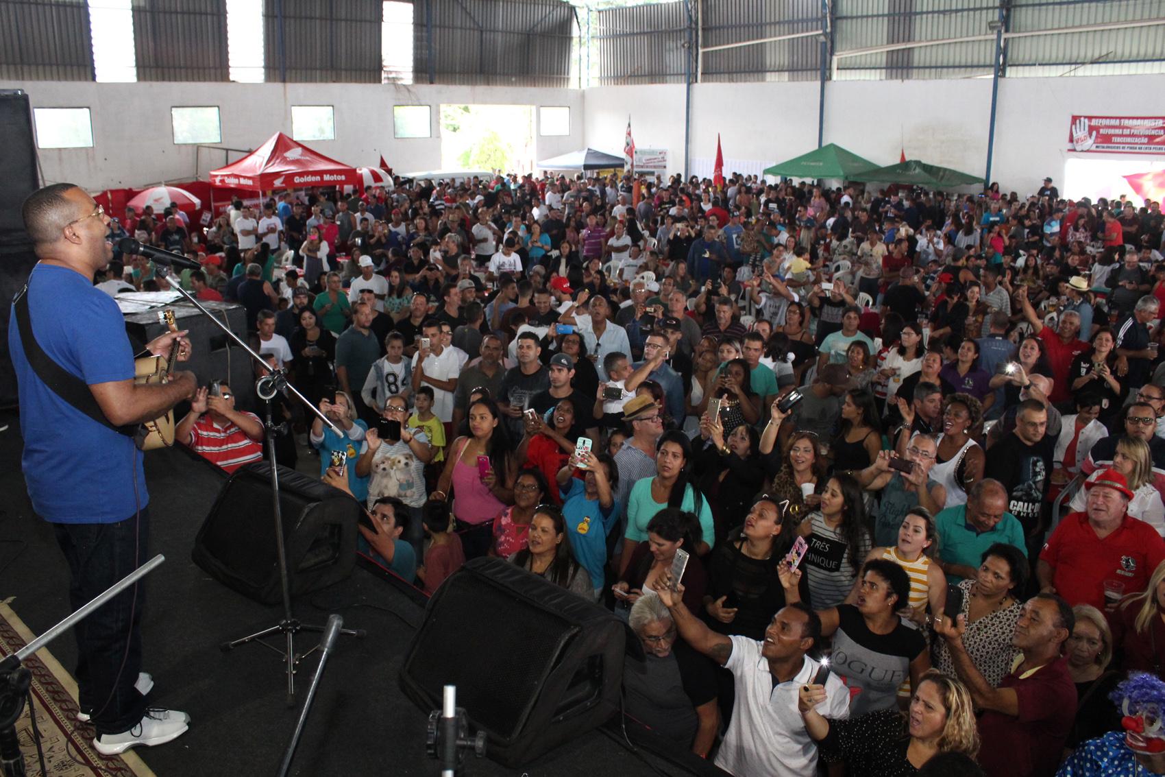 Festa dos metalúrgicos chega a 7 mil pessoas com show de Dudu Nobre.1