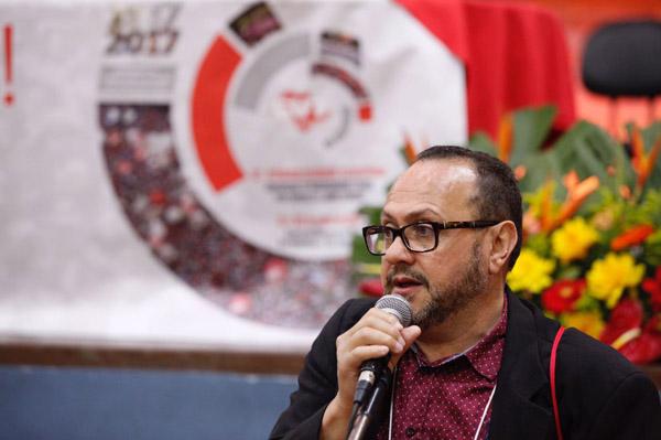O presidente da CUT/SP, o professor Douglas Izzo