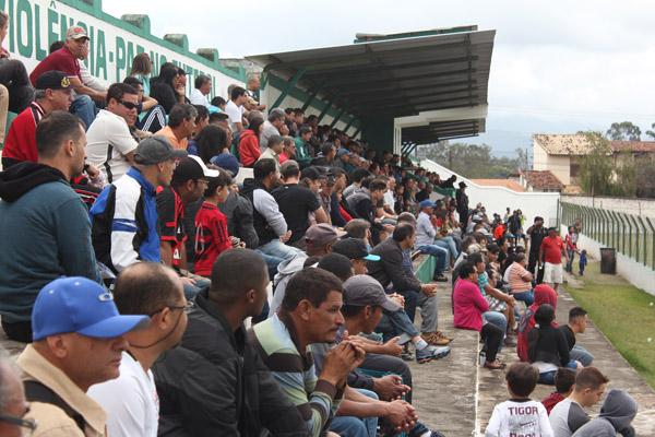 Cerca de mil pessoas compareceram no Jogo dos 30, no 'Campo da Ferroviária'
