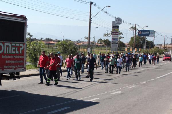 2017_08_29 Nobrecel.Protesto ex-funcionários em frente ao Fórum_5961_1