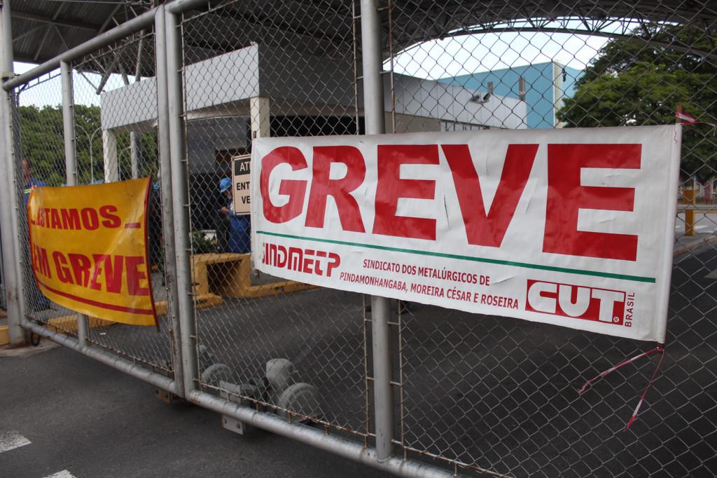 Trabalhadores da Novelis entram em greve pela campanha salarial.2
