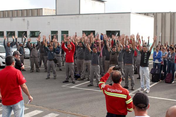 Maioria decidiu em assembleia pela greve