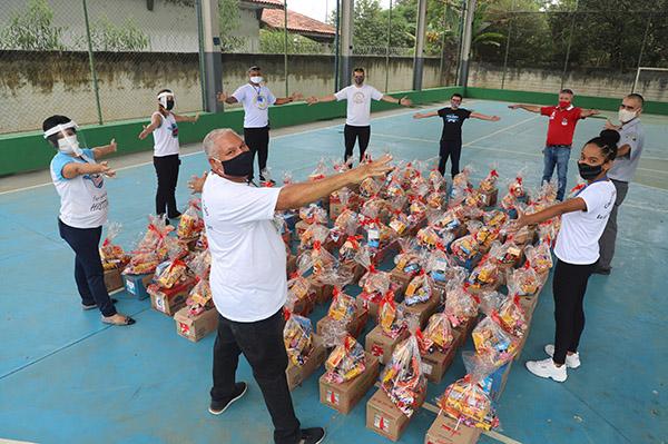 Ação social doa kits de Páscoa para 100 famílias em Pindamonhangaba